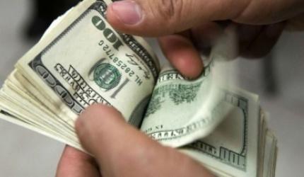 El dólar trepó a 16,10 pesos y alcanzó un nuevo récord histórico